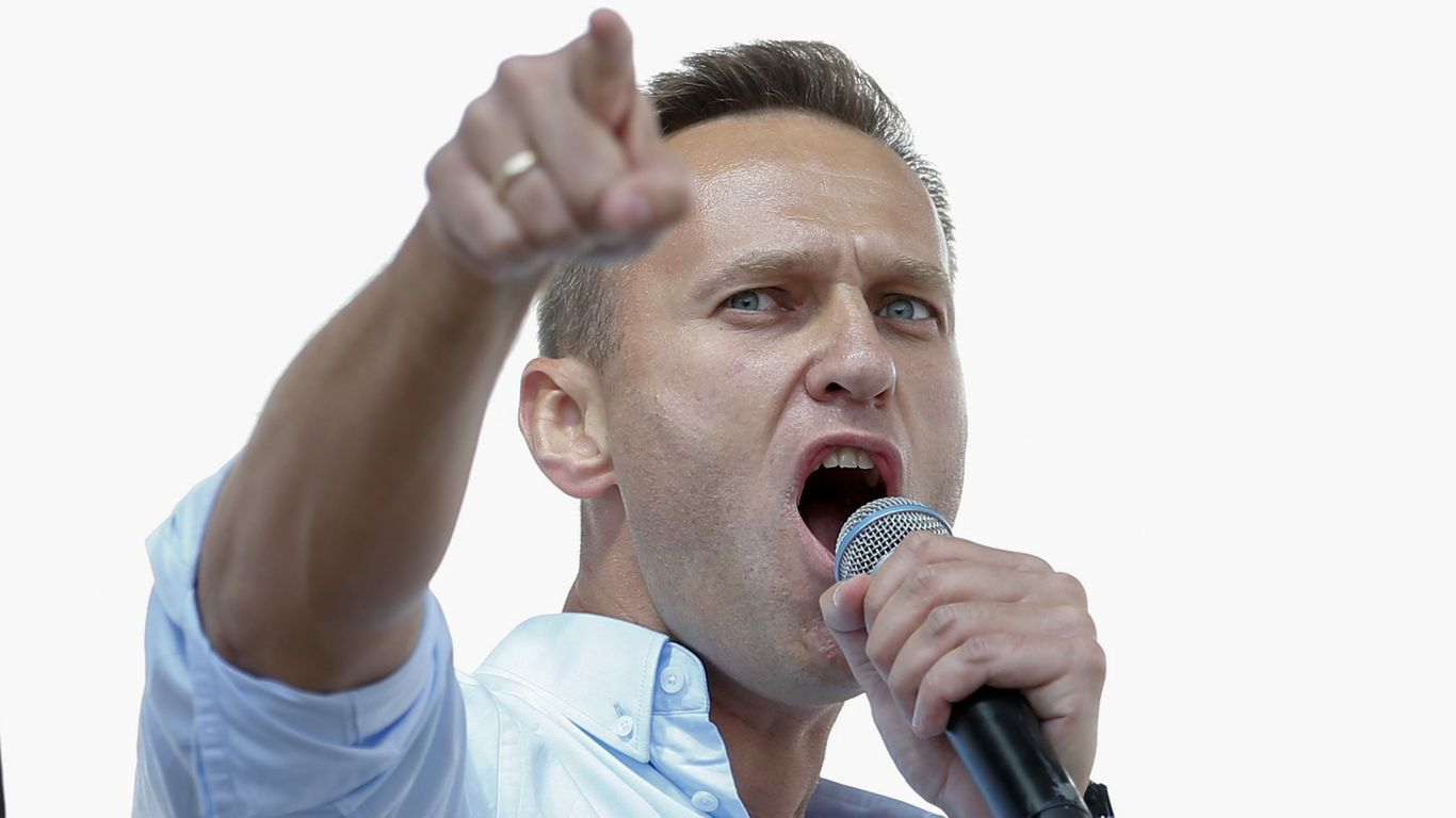 Russia is threatening Navalny, Putin's critic, with imprisonment if he does not return immediately