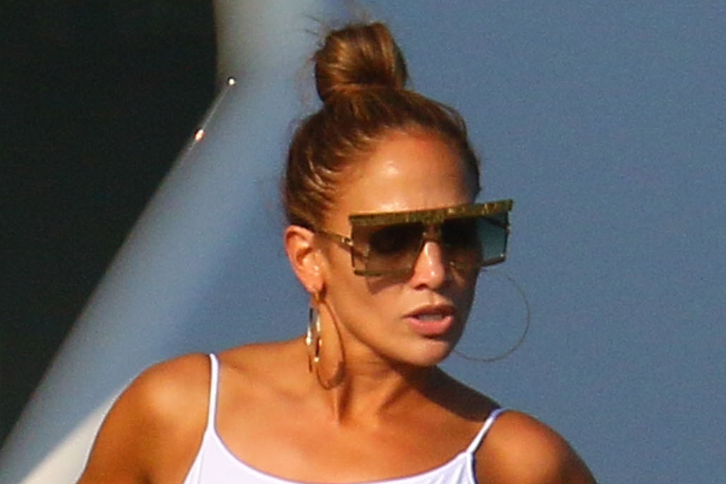 jennifer-lopez-bathing-suit